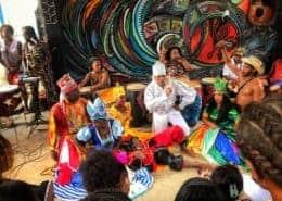 الكوبيون الأفرو رومبا يعيشون في كاليخون دي هامل في هافانا كوبا